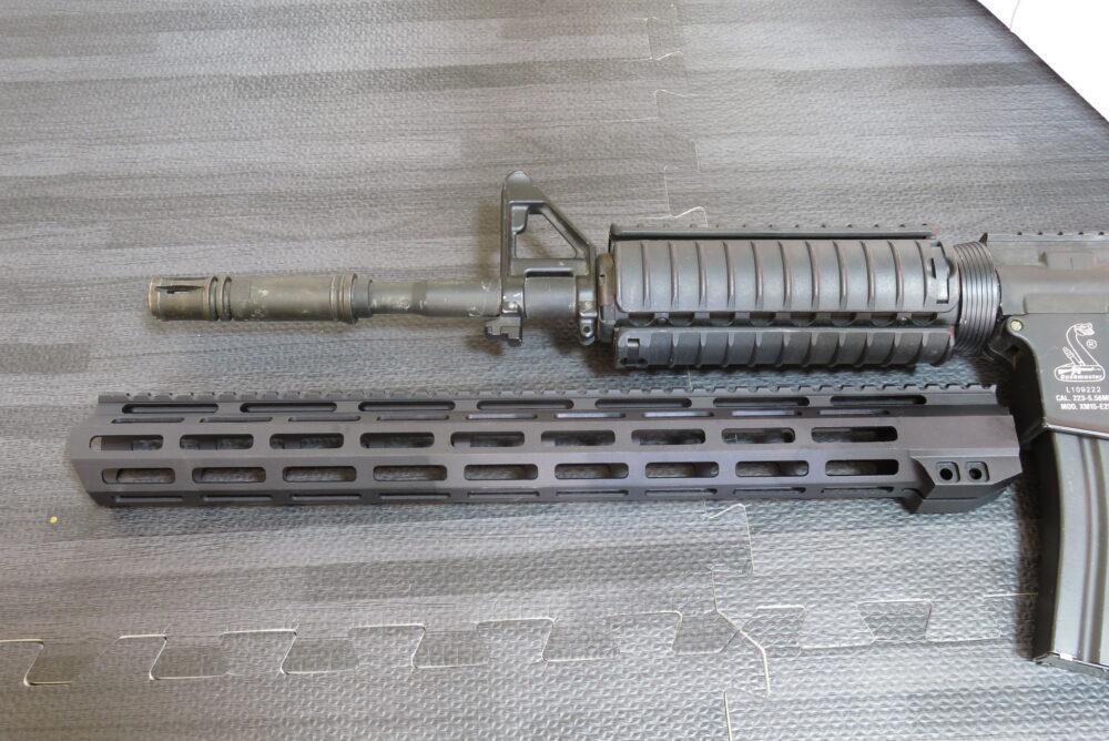 ohhunt M-Lokハンドガード(17インチ) M4A1と比較