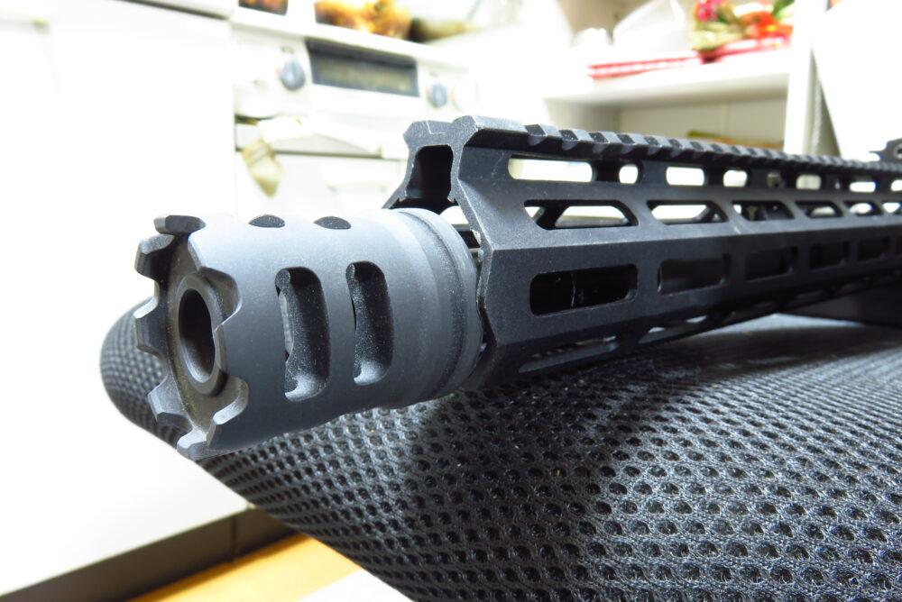 M4軽機関銃にICSのCrownハイダーを取り付ける3