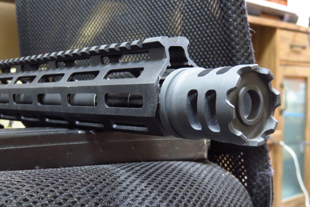 M4軽機関銃にICSのCrownハイダーを取り付ける4