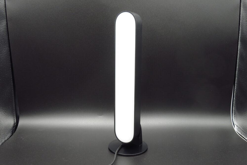 Philips Hue Play ライトバー 縦置きの状態